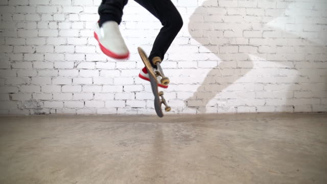 skateboard, sport, skateboarder, skate, lifestyle, skater, skateboarding, male, active, jump, recreation, trick, youth, ollie, urban, stunt, boy, culture, man, practice, teenage, extreme, style, grunge, person, action, young, freestyle, background, techni - stunt stock-videos und b-roll-filmmaterial