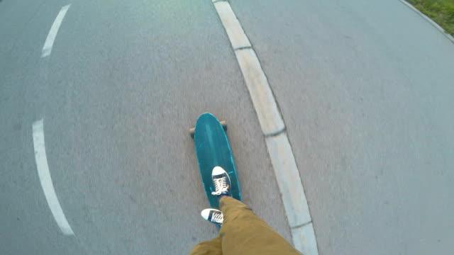 skateboarder 4k - skateboardfahren stock-videos und b-roll-filmmaterial