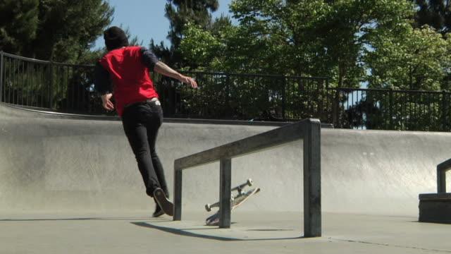skateboarder -unfälle - skateboardfahren stock-videos und b-roll-filmmaterial