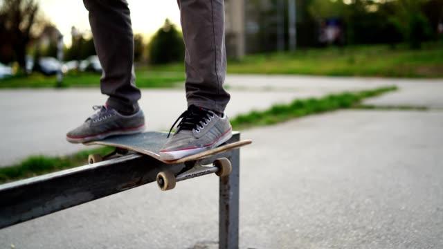skateboarder grinding down rail - skate video stock e b–roll