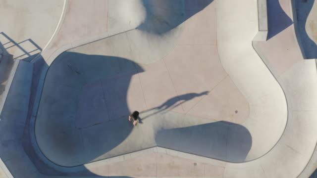 skateboarder fragmentering av gnar - skatepark bildbanksvideor och videomaterial från bakom kulisserna