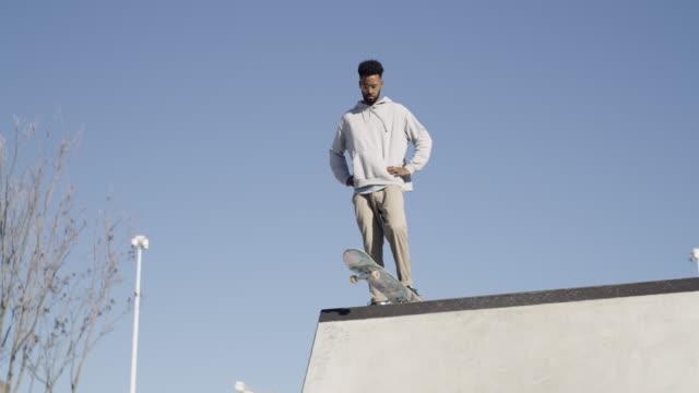 stockvideo's en b-roll-footage met skateboarden vergt veel aandacht en controle - street style