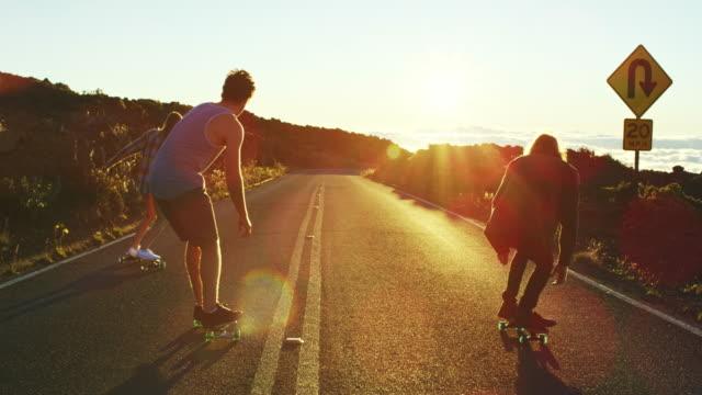 skateboardfahren  - skateboardfahren stock-videos und b-roll-filmmaterial