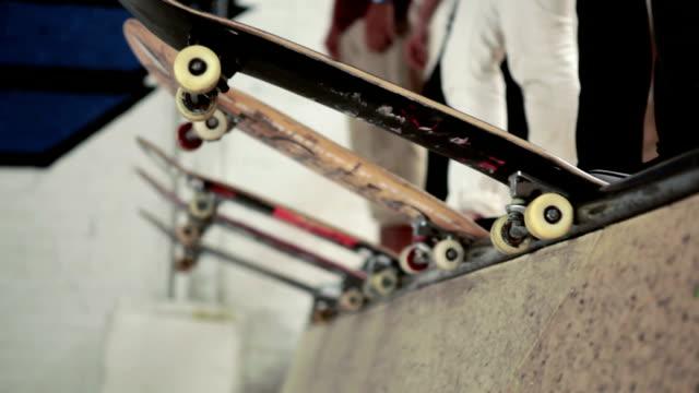 skateboards lined up - skatepark bildbanksvideor och videomaterial från bakom kulisserna