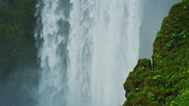 skã³gafoss waterfall in iceland - водопад стоковые видео и кадры b-roll