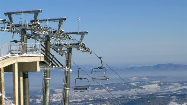 ski lift in the tatra mountains - vintersport bildbanksvideor och videomaterial från bakom kulisserna