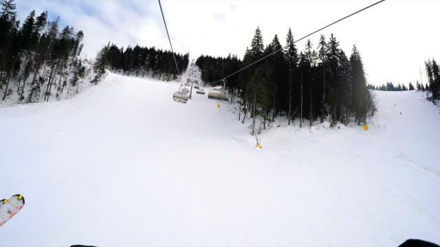pov ski lift. - sci sci e snowboard video stock e b–roll