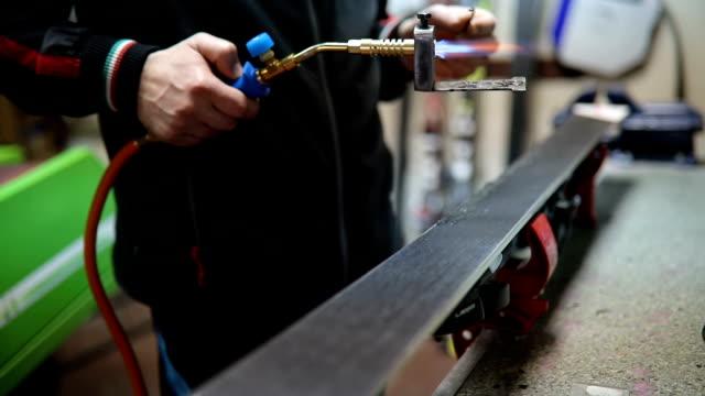 ski repair shop - negozio sci video stock e b–roll