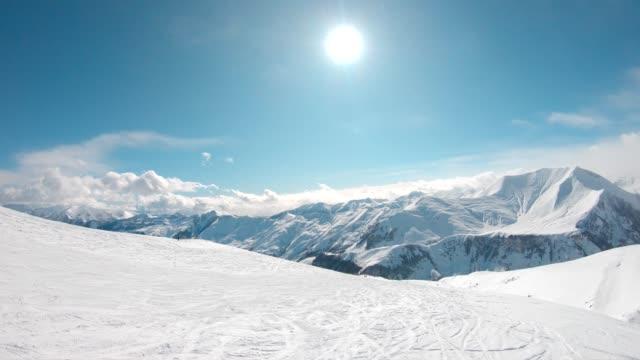 stockvideo's en b-roll-footage met skigebied antenne - sneeuwkap