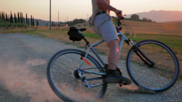 skidding bike on dirt road - slitta video stock e b–roll