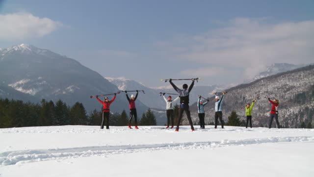 hd: narciarzy ocieplenie - rozgrzewka filmów i materiałów b-roll