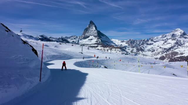 stockvideo's en b-roll-footage met pov skiën op ski's in zermatt, zwitserland - zermatt