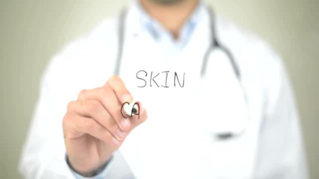 Cáncer de piel, Doctor de la escritura en pantalla transparente - vídeo