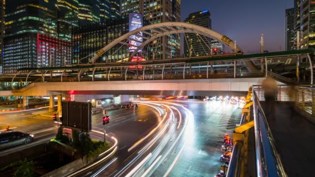 köprü ve trafik chong bangkok'un, bangkok, gün gece zaman atlamalı için gökyüzü - bangkok stok videoları ve detay görüntü çekimi