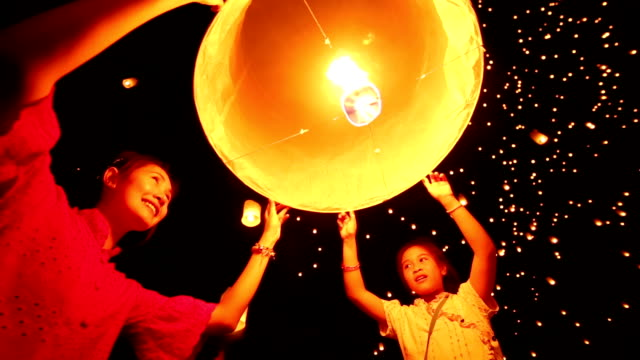 Sky Laterne Loi Krathong Traditionelles Festival – Video