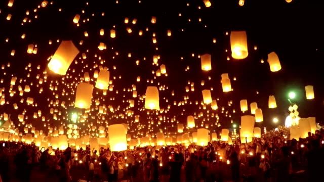 スカイランタンロイカトーン伝統的な祭ます。 - アジア旅行点の映像素材/bロール