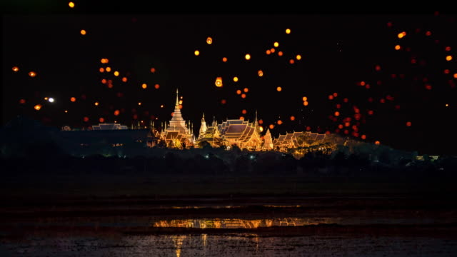 sky lantern loi krathong traditionell festival. - kulturer bildbanksvideor och videomaterial från bakom kulisserna