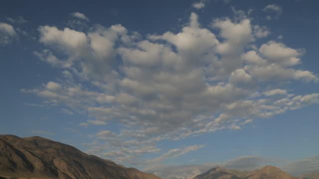 印度庫什的天空 - 巴達赫尚, 阿富汗 - 亞洲中部 個影片檔及 b 捲影像
