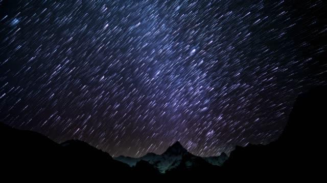 vídeos y material grabado en eventos de stock de senderos de estrellas de cielo - infinito
