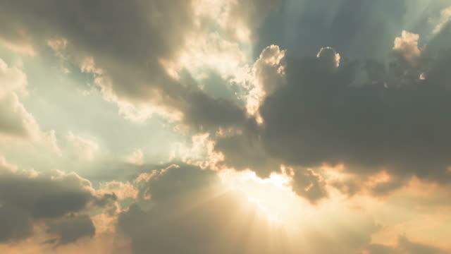 스카이 - 태양광선 스톡 비디오 및 b-롤 화면