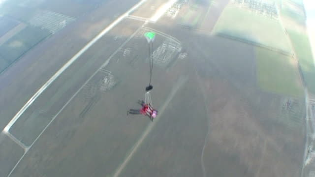 vídeos de stock, filmes e b-roll de skydive vídeo 28 - paraquedismo