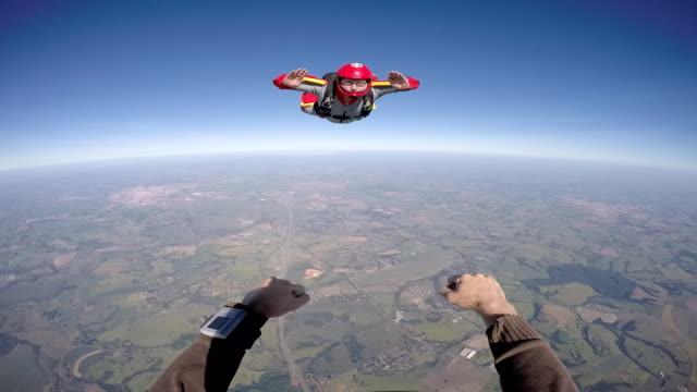 stockvideo's en b-roll-footage met skydiver oogpunt - gopro