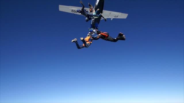 skydiving jump - скайдайвинг стоковые видео и кадры b-roll