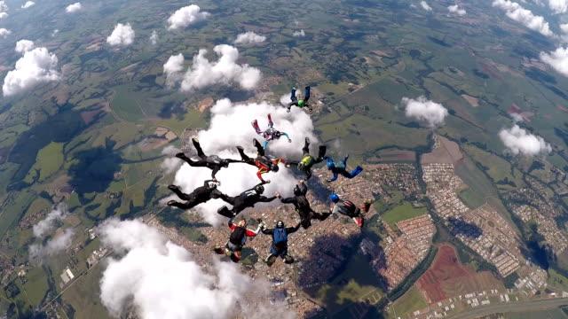skydiving performance - скайдайвинг стоковые видео и кадры b-roll