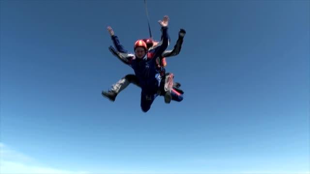 skydiving video. - fiducia video stock e b–roll