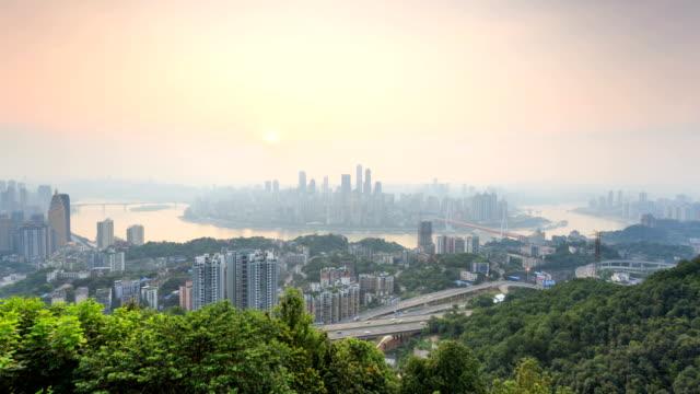 vídeos y material grabado en eventos de stock de vista de los edificios de la ciudad y paisaje urbano de la ciudad moderna, chongqing, timelapse - río yangtsé