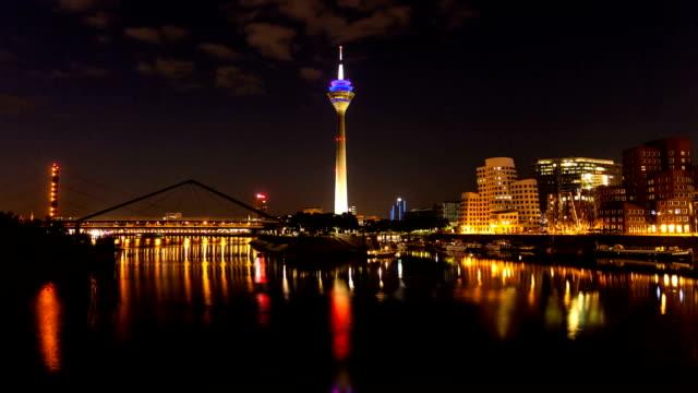 skyline düsseldorf, deutschland-zeitraffer - düsseldorf stock-videos und b-roll-filmmaterial