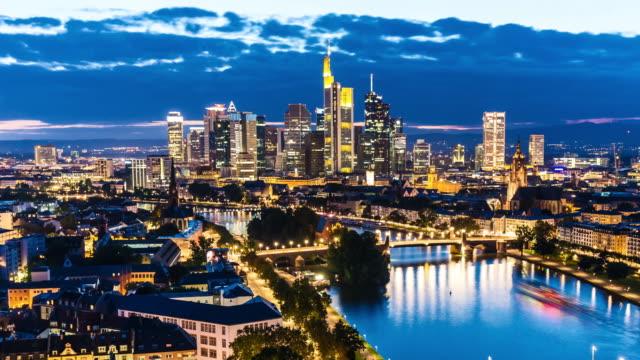 Skyline Frankfurt durch die Nacht, die Zeit verfallen – Video