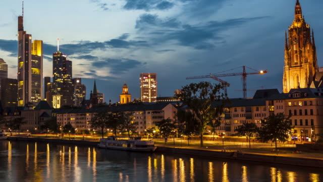 Skyline Frankfurt bei Sonnenuntergang, Zeitraffer – Video