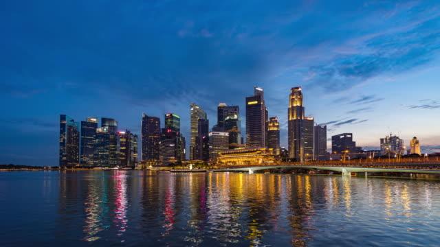 シンガポールのスカイライン、昼から夜のタイムラプスビデオ ビデオ