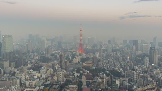 stockvideo's en b-roll-footage met skyline van tokyo tijdens schemering time-lapse - bewolkt