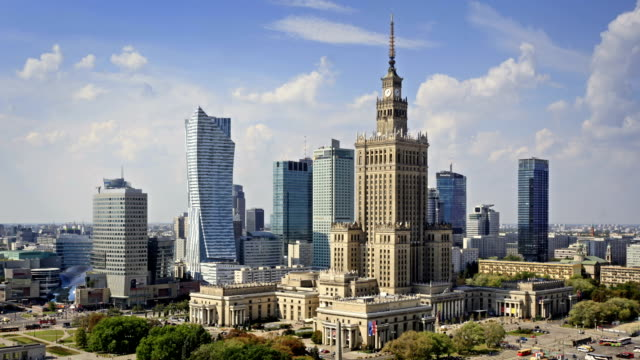 skyline of warsaw, poland - польша стоковые видео и кадры b-roll