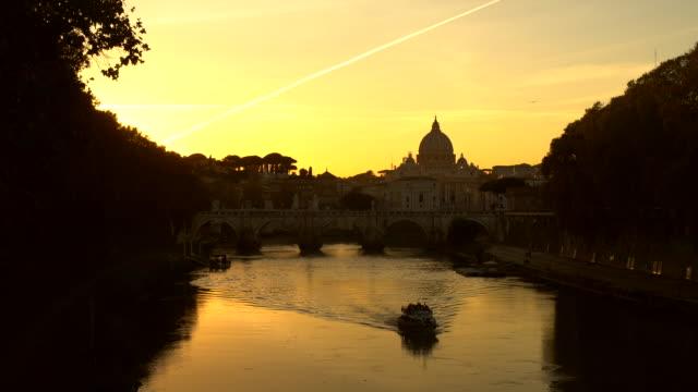 günbatımı manzarası roma - vatikan şehir devleti stok videoları ve detay görüntü çekimi