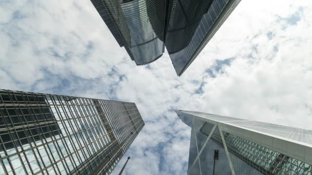 skyscraper and clouds moving time lapse - центральный район стоковые видео и кадры b-roll