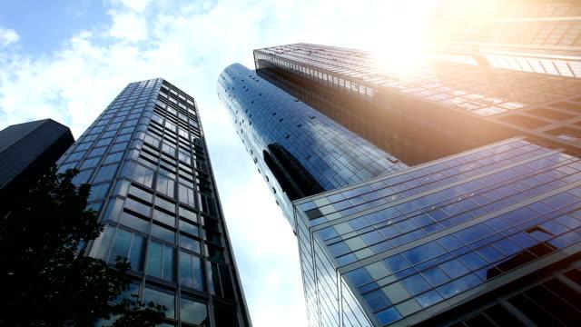 skyscraper in frankfurt, time lapse - francoforte sul meno video stock e b–roll
