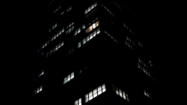 skyscraper in the night - edificio adibito a uffici video stock e b–roll