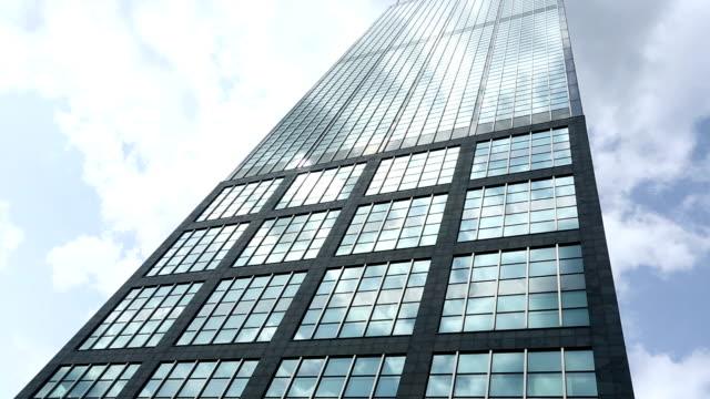 vidéos et rushes de gratte-ciel et le temps qui passe - un seul objet