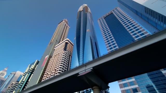 Wolkenkratzer an der Sheikh Zayed Road in Dubai timelapse hyperlapse – Video