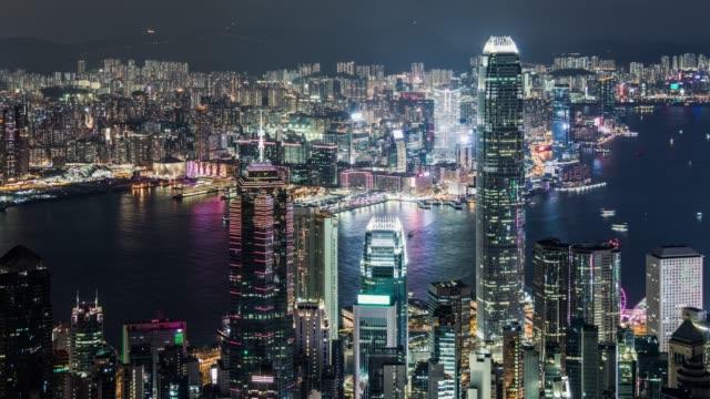 t/l tu skyscrapers in hong kong at night - центральный район стоковые видео и кадры b-roll