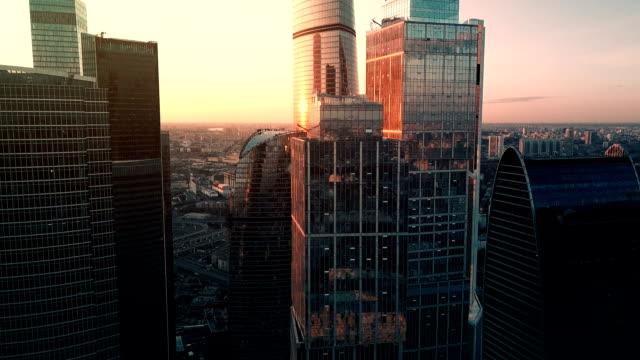 Wolkenkratzer skyline bei Sonnenuntergang – Video