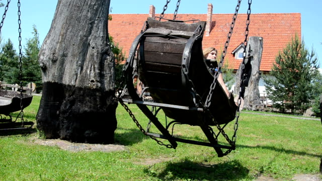 sledge swing iron chains video