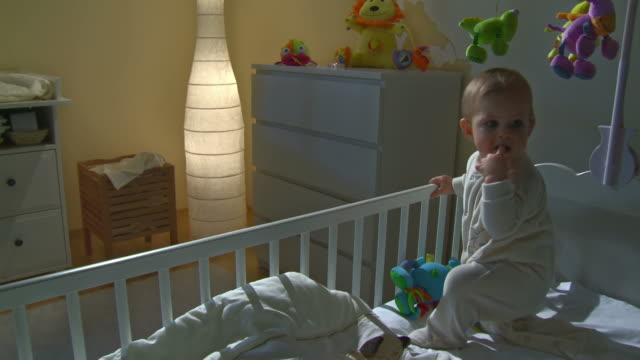 stockvideo's en b-roll-footage met hd crane: sleepless baby crying in her bed - background baby
