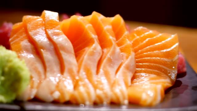 vídeos de stock e filmes b-roll de ds:slices a salmon - meat plate