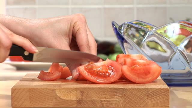 HD: Slicing A Tomato