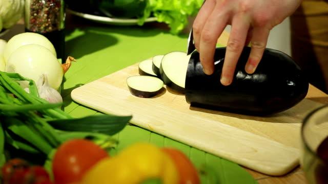 Slicing eggplant video