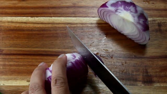 Slicing red Onions video